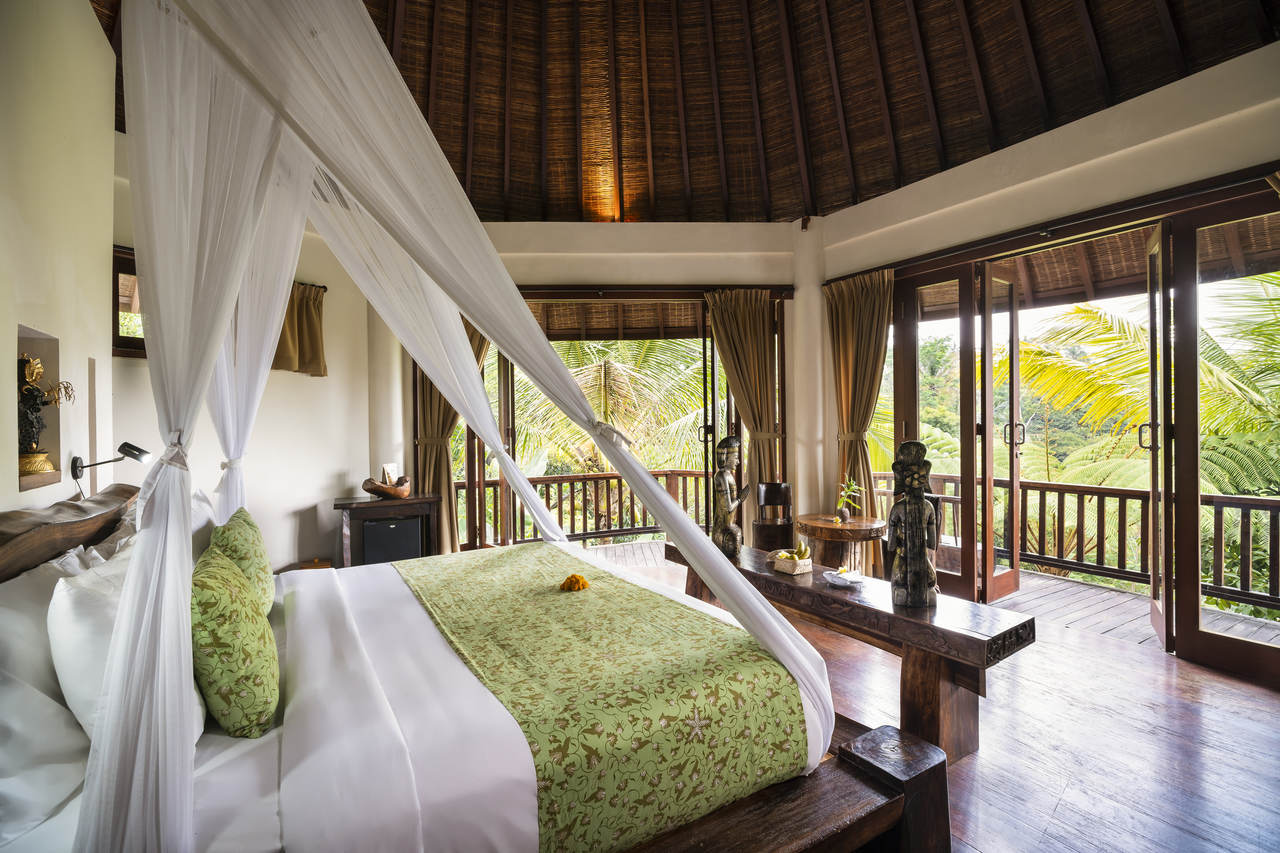 Staycation - One Bedroom Suite with Daily Breakfast